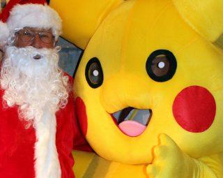 santa-and-pikachu-clsoe-up